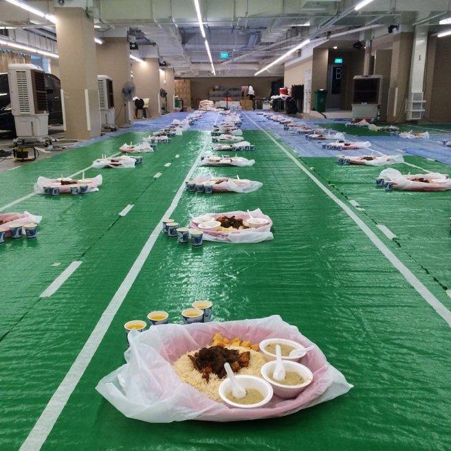 Makanan berbuka puasa di masjod singapura