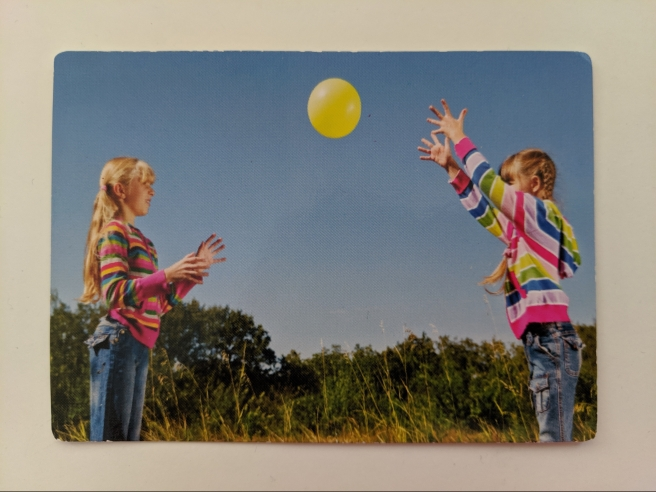 gambar bermain bola bersama